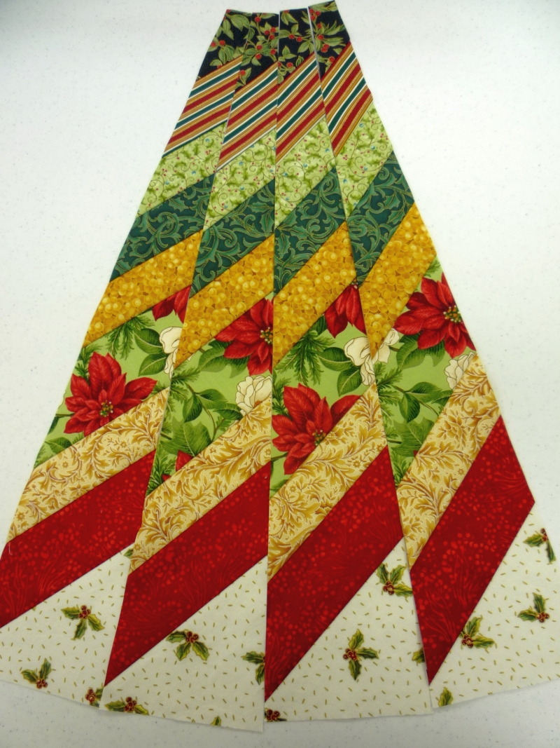 North Winds Quilting Circle Wedge Tree Skirt Part 1