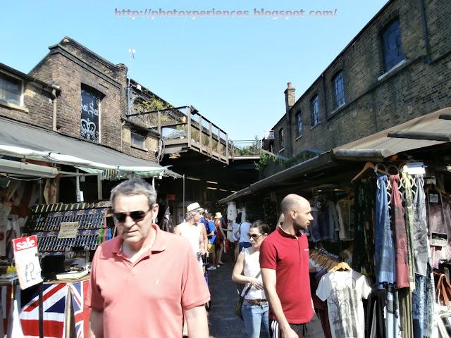 Some stalls in Camden Market. Algunos puestos en Camden Market.