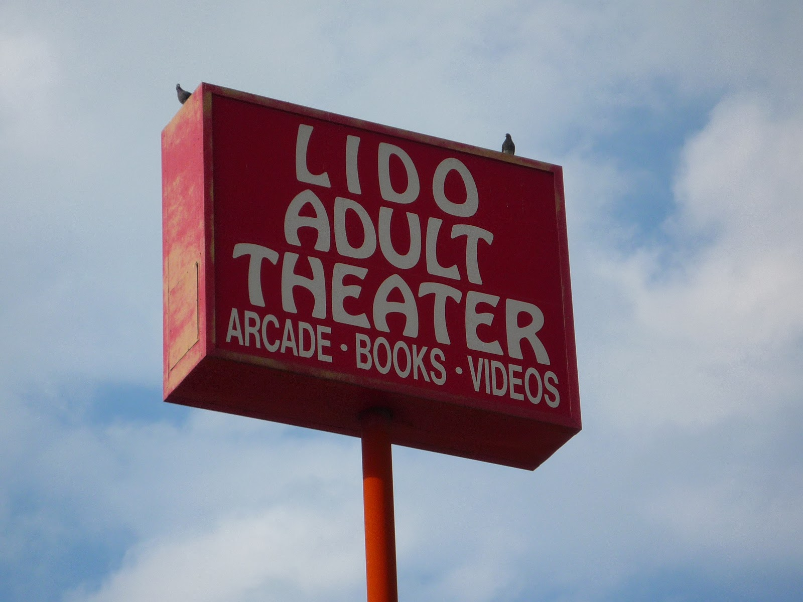 Adult theater lido