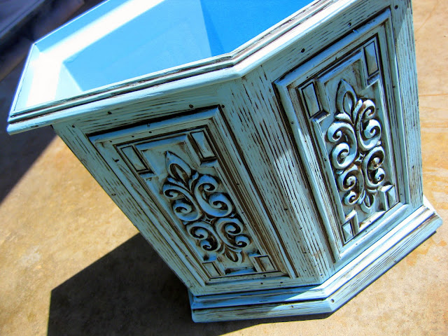 I am LOVING the way this wastebasket turned out after it was glazed!