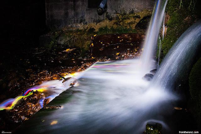 Foto-Air-Terjun-Cahaya-Neon-Karya-Sean-Lenz-dan-Kristoffer-Abildgaard