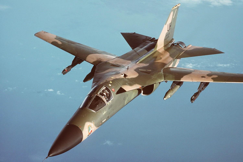 طائرة F-111 Aardvark الحربية | طور قدراتك
