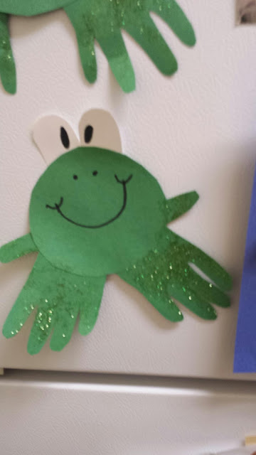 Diy cheap handprint frog craft for kids crafty morning for Inexpensive crafts for kids