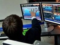 Трейдер совершает сделки на рынке Форекс
