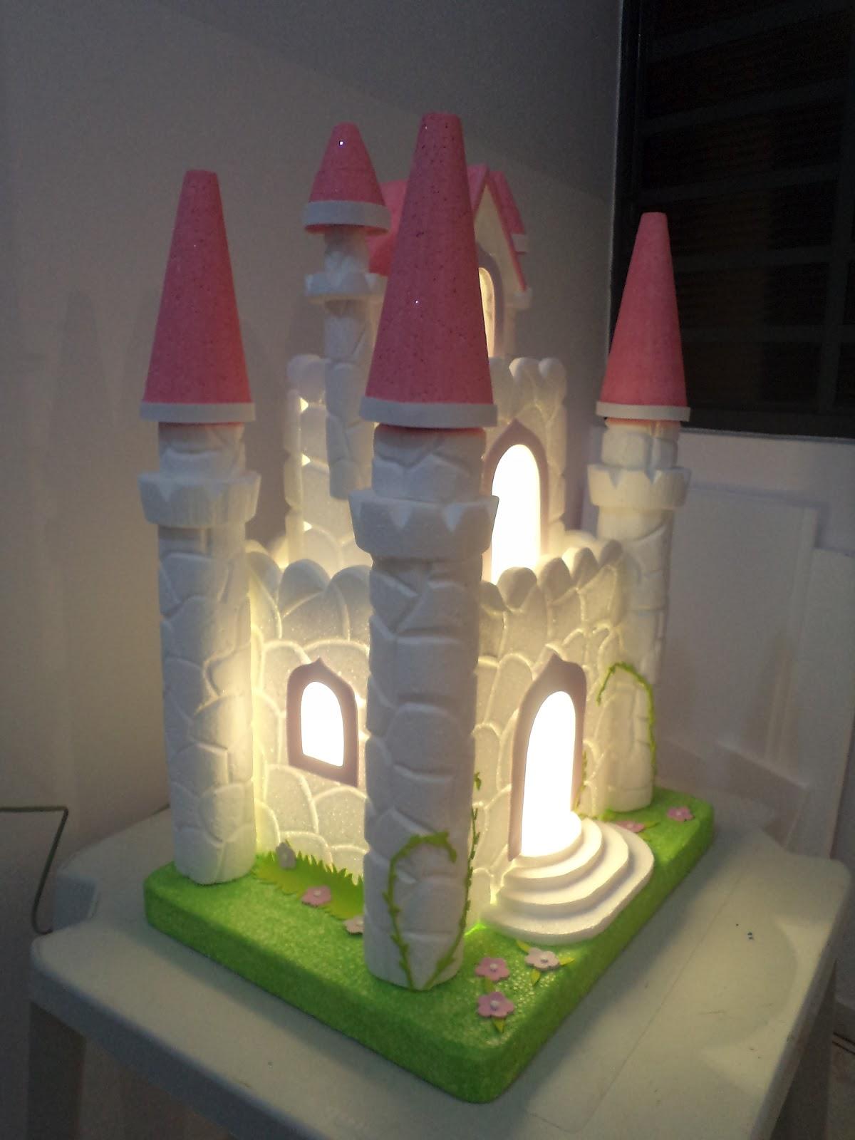 Castelo de princesa feito de isopor eva caixas de papel o for Mural de isopor e eva