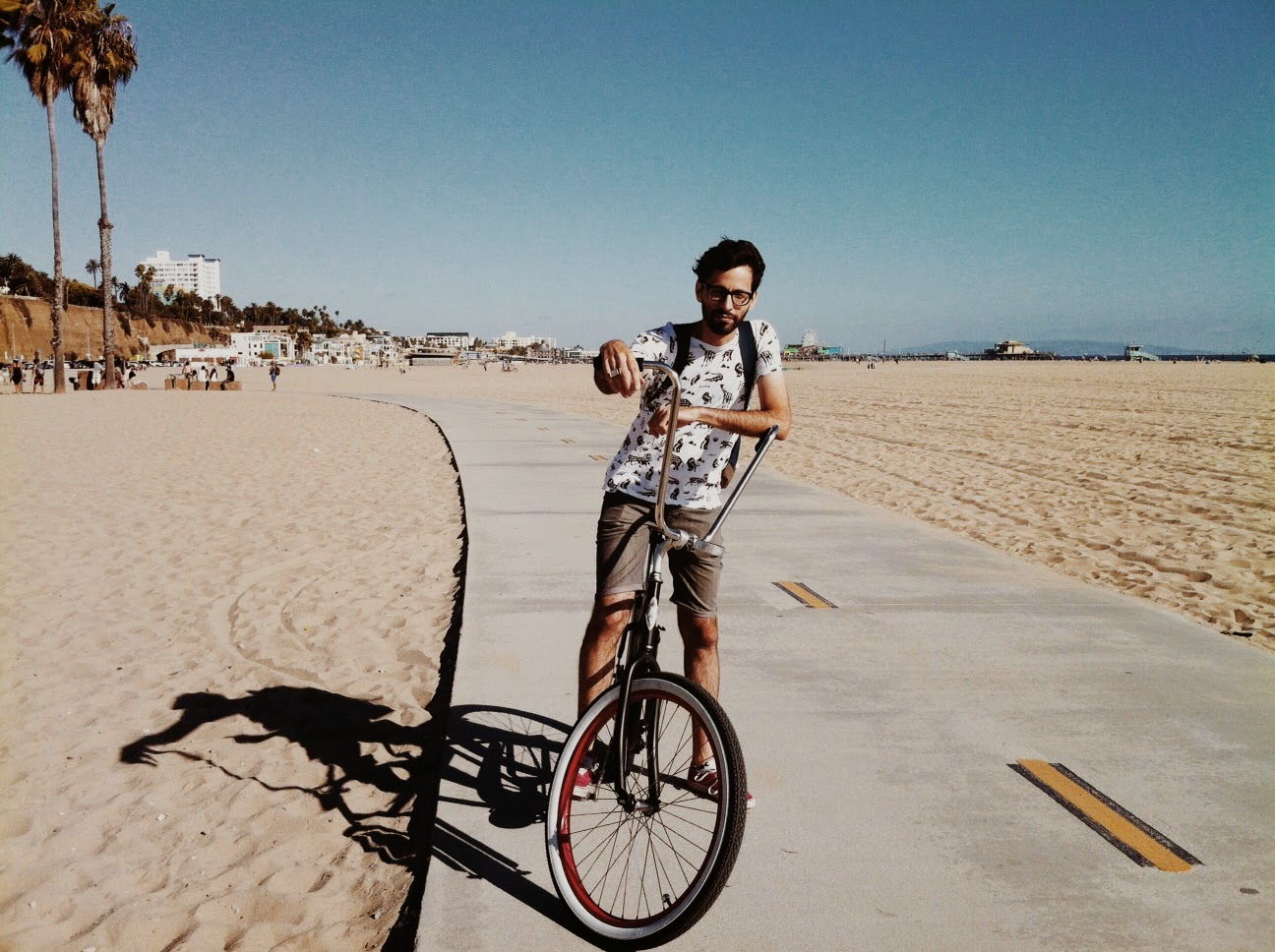 Summer bike ride with californian style vibe, Santa Monica LA