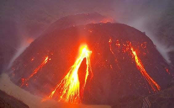 [ Video + FOTO ) Detik - Detik Rekaman Gunung Kelud Kediri Meletus - Terbaru 2014