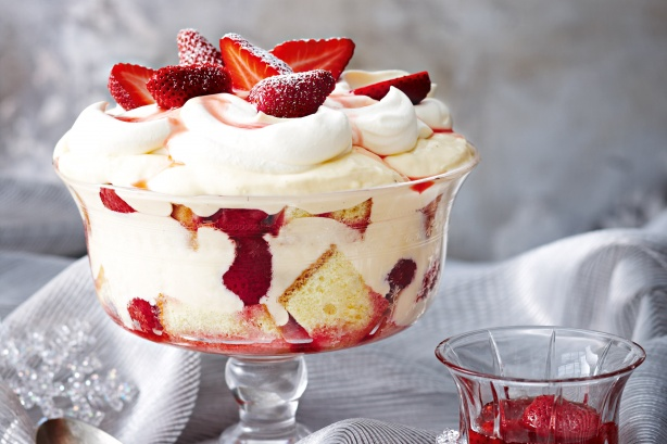 Strawberries 'n' cream trifle recipe | LEBANESE RECIPES