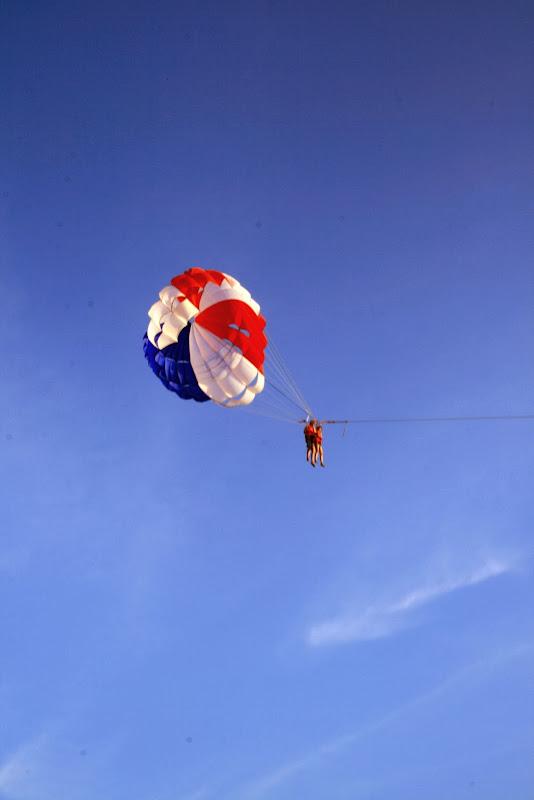 Paragliding di Pantai Chenang