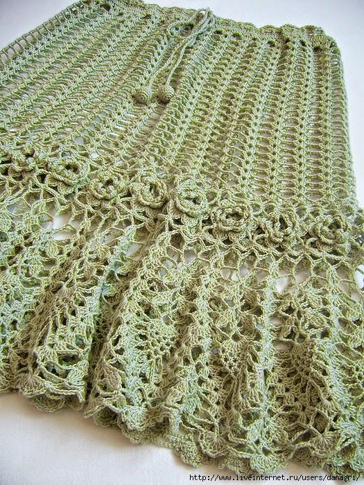 Pollera realizada con crochet con volado y guarda de flores con patrones