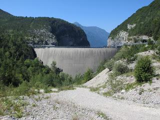 土砂が堆積したまま放置されたダム