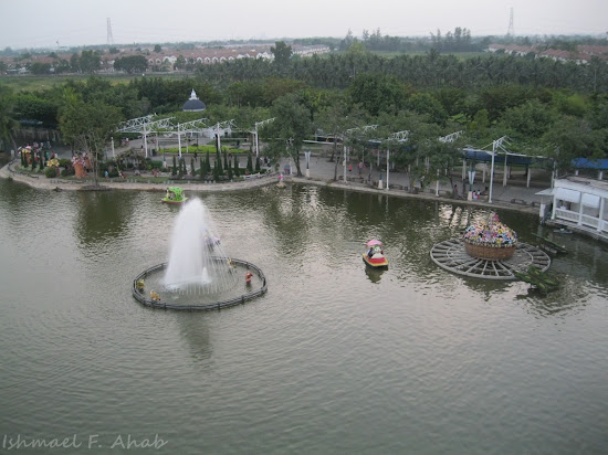 Dreamworld Bangkok lake