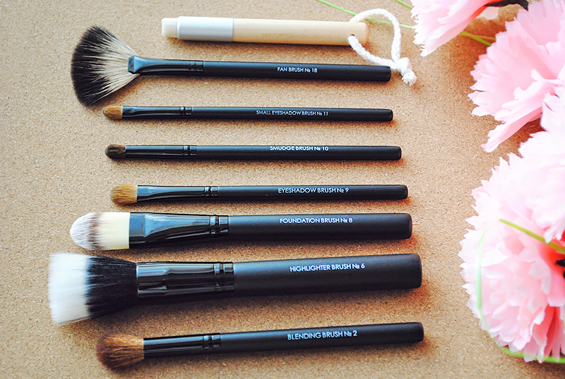 A picture ot set of Impala make up brushes