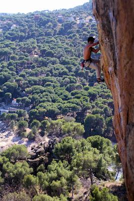 Mundo vertical san mart n de valdeiglesias fuerte y a vista for Piscina climatizada san martin de valdeiglesias