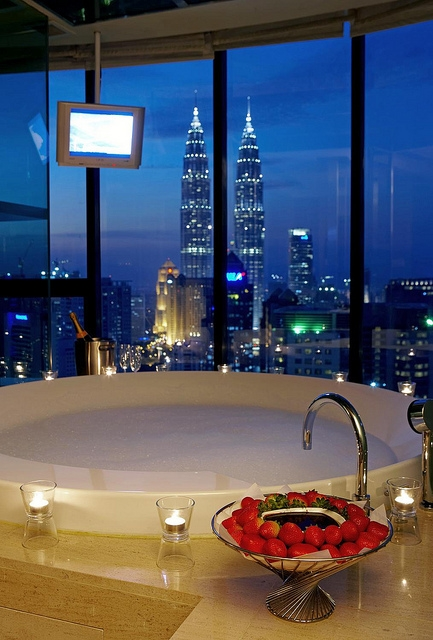 To Da Loos Tub With A View And Strawberry Chocolate Fondue