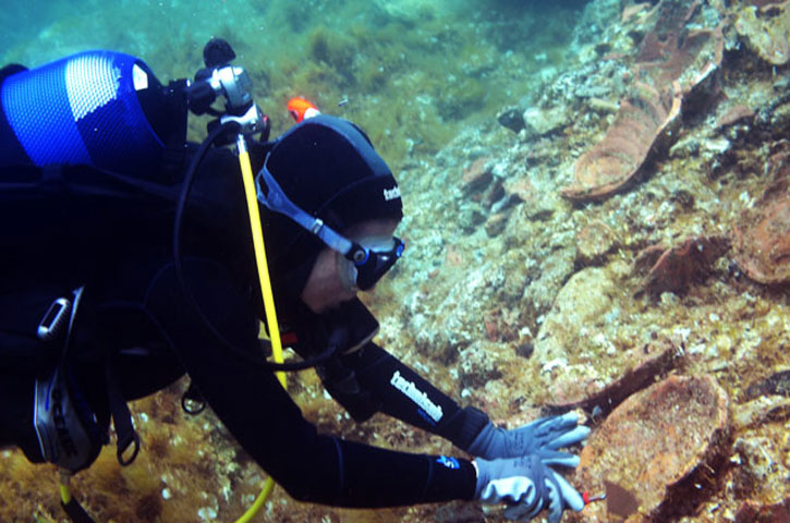 New finds off the north-east coast of Delos