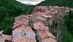 Castellfolit de la Roca Kota-Kota Di Tepi Tebing Yang Indah Dan Menakjubkan