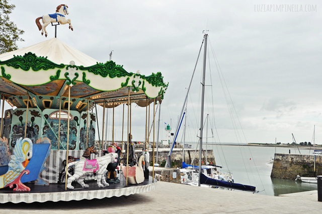 luzia pimpinella BLOG | travel tuesday | karussell im hafen von la flotte,  ile de ré  | carousel at the harbor of la flotte, ile de ré