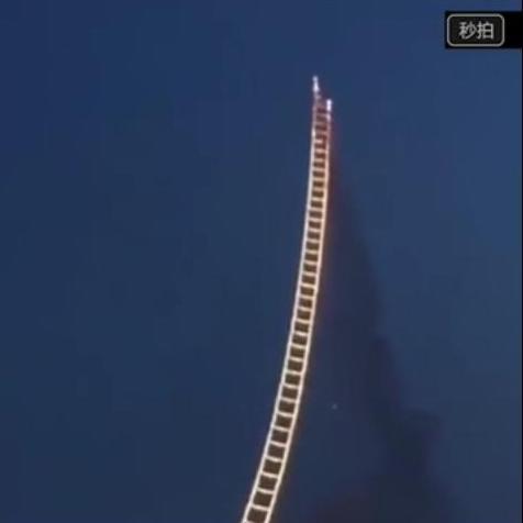 video escalera al cielo hecha con fuegos artificiales en China