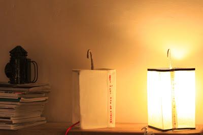 peint à la main - lampe KUB - design -lampe - deco - aix en provence - creation- fait main - made in france - luminaire - luminaires - à poser - à suspendre - lin- toile de jute - PcM - pcm - lampe de couleur - eco design - matières naturelles - matériaux recyclés - pièces uniques - petites séries - décoration - artisanat - baladeuse - lampe POM - cintre - bonbonne d'eau - recyclage - pom - cordon textile - lampe fruit - drapée - amidonné - amidon - textile - fibre végétale - rayures - bonbon – provence – cintres de pressing – brode – couds – couture – broder – souder – soude – dessin de modèles – créations – fabrication française – produits locaux – exposition – peinture à l'eau – tissu – lampe textile – cousu main – 100 % fait main - pascale marquier