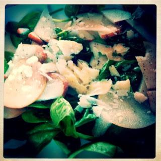 carpaccio di pere e spinacini con salsa di noci