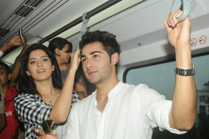 Lekar Hum Deewana Dil Promotions In Mumbai Metro