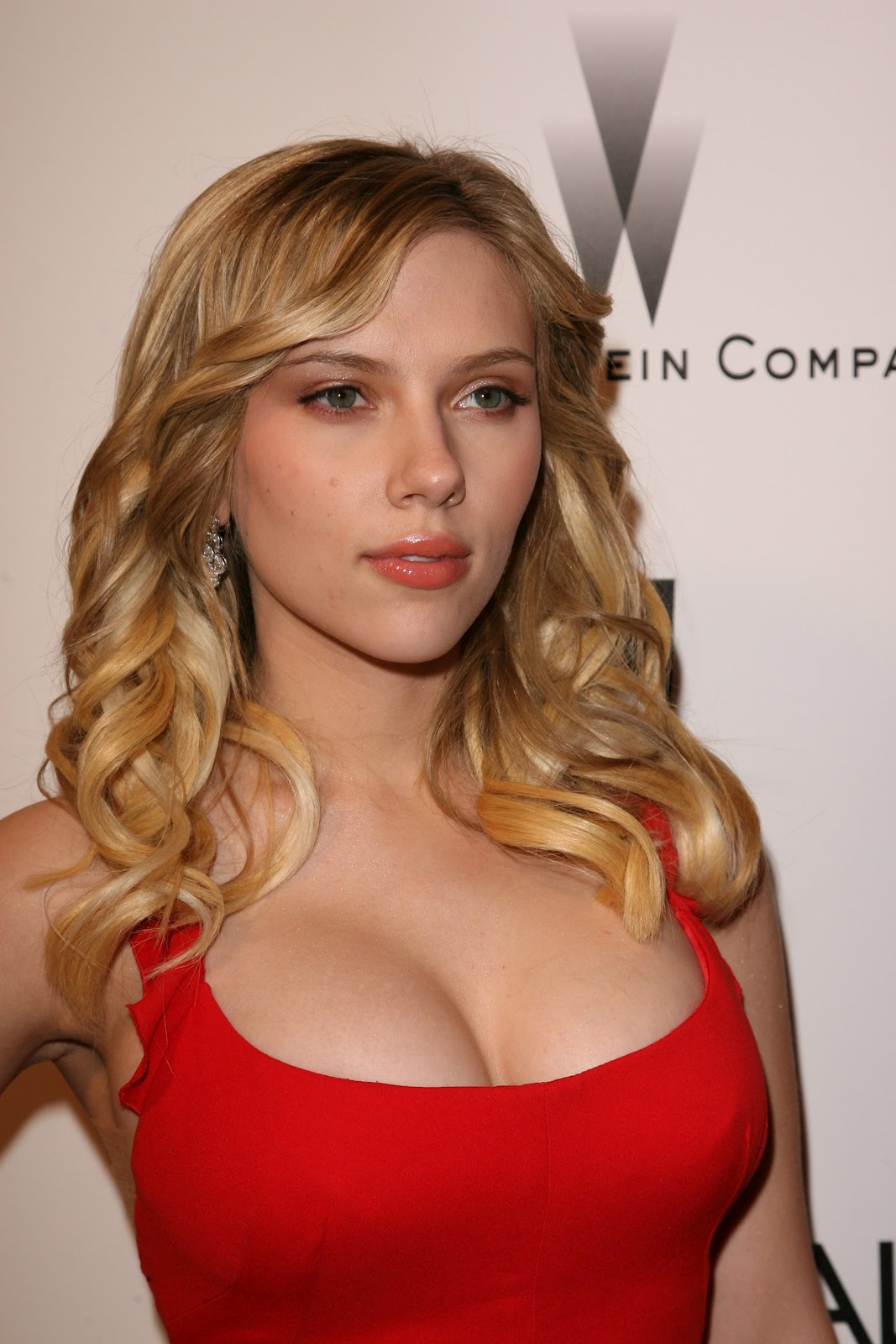 Johansson cleavage scarlett big