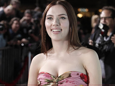 Scarlett Johansson Glamorous Model Wallpaper
