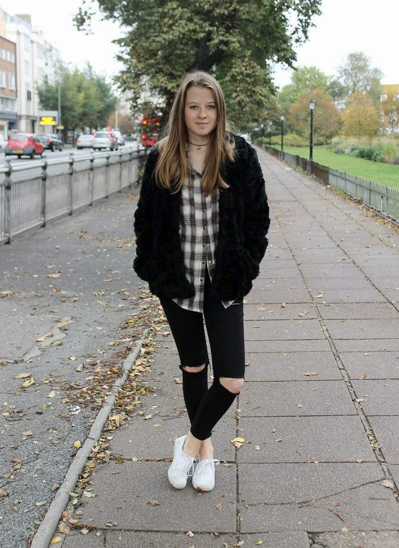 ootd, outfit, blogger, fashion blogger, fashion, jeans, ripped jeans, flannel, river island, asos, h&m divided, vans, autumn, fur, fake fur, fur coat