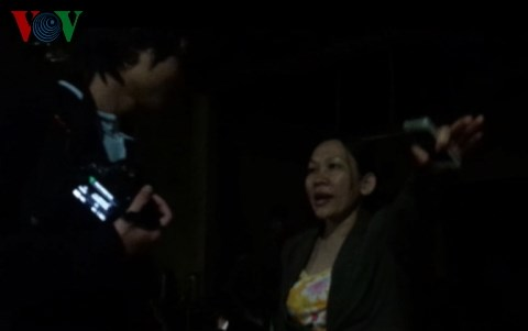 """Gia Lai: Vụ """"Cháy lớn tại xưởng gỗ của Công ty Hiệp Lợi"""" - Người đe dọa đập máy ảnh của phóng viên là kế toán trưởng"""