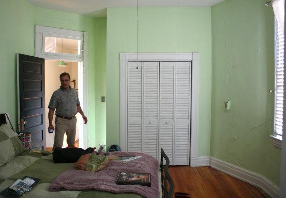 17 apart stephanie 39 s room makeover before after photos. Black Bedroom Furniture Sets. Home Design Ideas