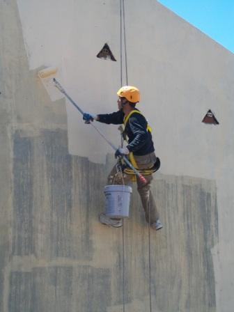 Trabajos de pintura en fachadas sin andamios pintores en for Trabajo para pintores