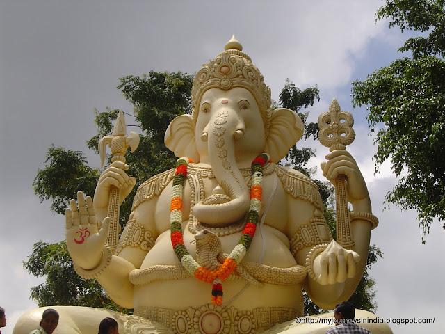 Big Ganesha Statue at Shiva Temple, Old Airport road