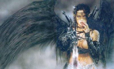 mujer con alas de cuervo