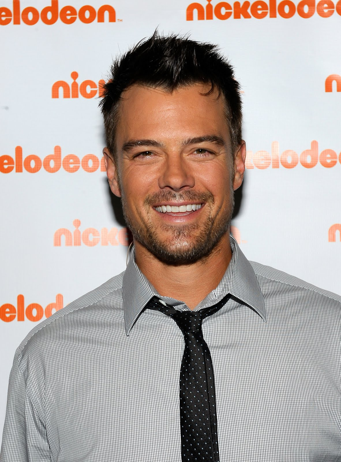 http://1.bp.blogspot.com/-QohNRmNh3J8/UQA3j1OLR8I/AAAAAAAAQqc/BxmuaWogmdA/s1600/kca2013-joshduhamel-Nickelodeons-26th-Annual-Kids-Choice-Awards-Nickelodeon-2013-Actor-Josh-Duhamel-Host-Presenter-Press-Photograph-Picture_2.jpg