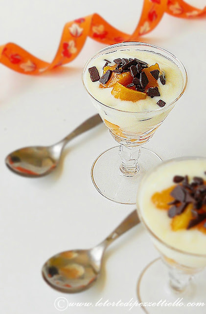 Bicchierini con yogurt e percoca