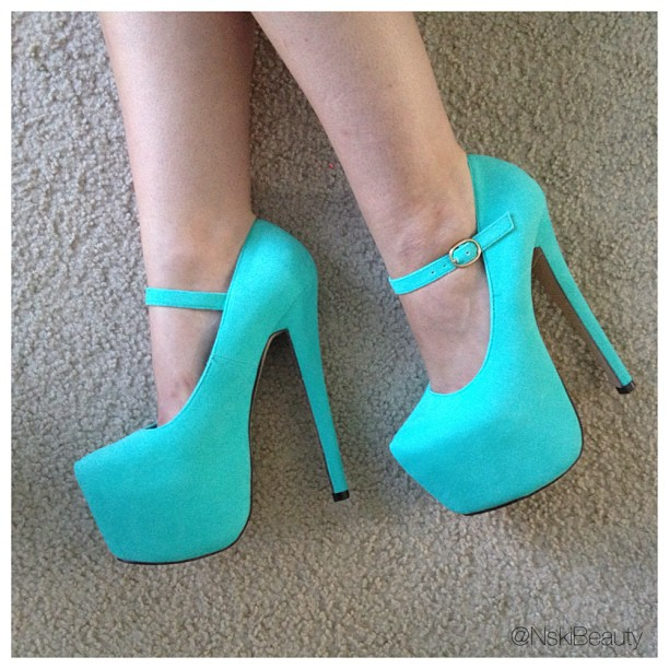 Wedding wonders bridal heels traditional white or pop of a huge thank you to lola shoetique for actually carrying a pair of heels that are spot on to my favorite color on the planet tiffany blue junglespirit Gallery