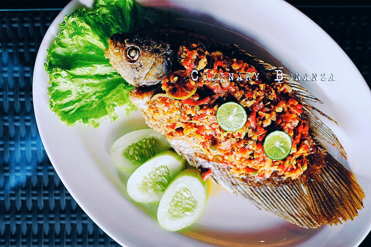 Gurame Matah - fried gouramy fish served with fresh Balinese sambal 'matah'