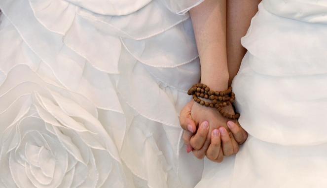 Foto-foto Mesra Pernikahan Lesbian Di Biara Taiwan