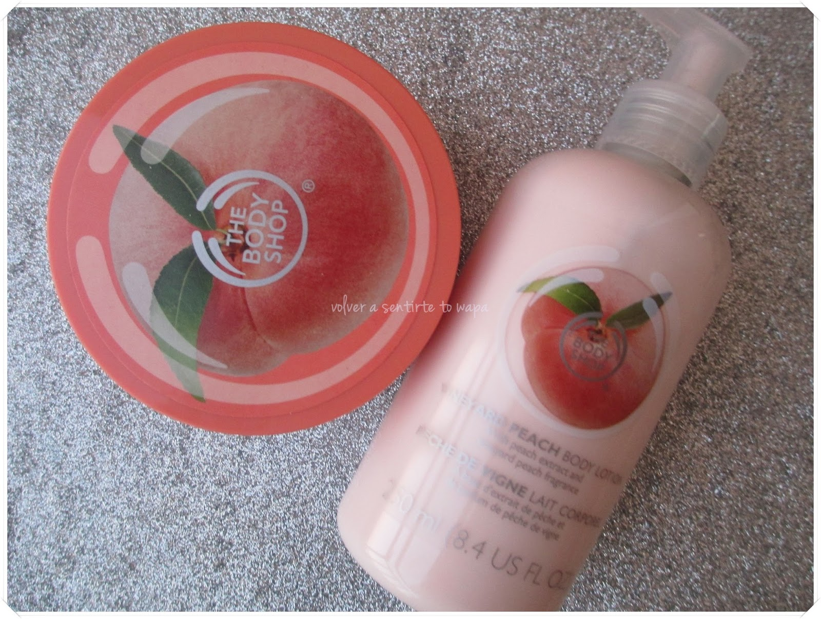 Rebajas en The Body Shop - Exfoliante corporal y leche de Melocotón