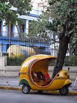 Tuk tuk in Cuba