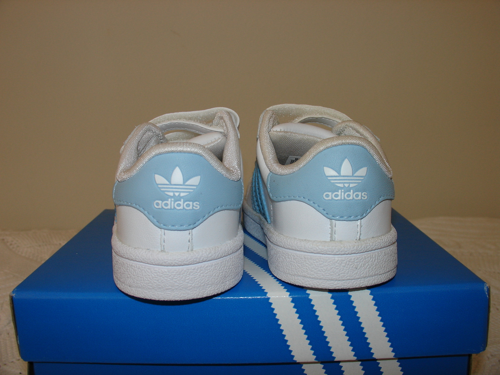 difference between adidas superstar 1 and 2