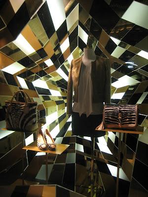 retailstorewindows gucci new york. Black Bedroom Furniture Sets. Home Design Ideas
