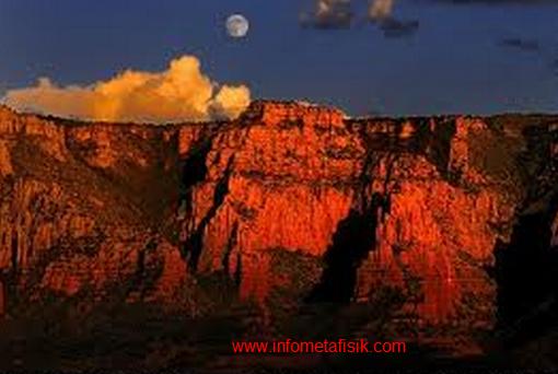 Hubungan Misterius Antara Bulan Purnama dengan Gunung Meletus - infometafisik.com