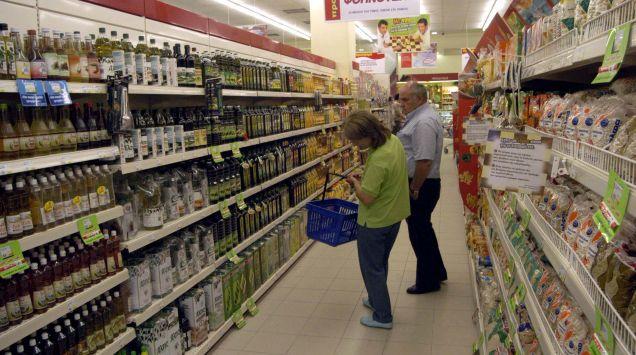 Κλέβουν και τρώνε τρόφιμα στα σούπερ μάρκετ
