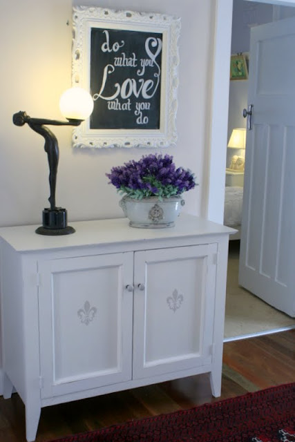 How to paint vintage furniture white