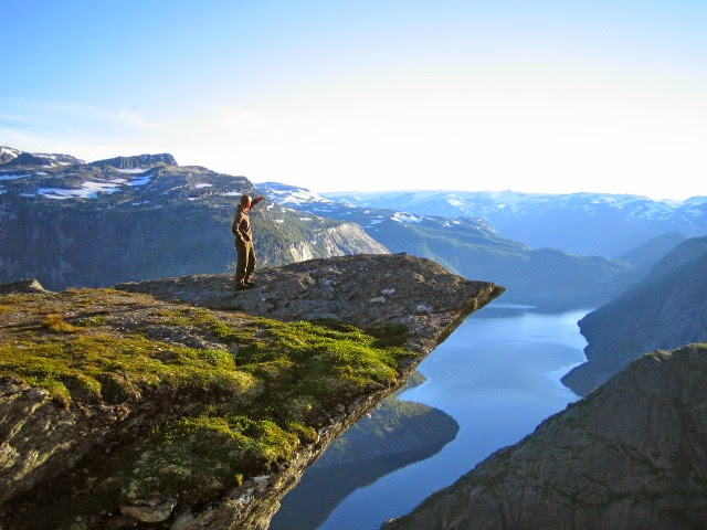 Trolltunga trip (The Troll's Tongue - photo Trolltunga Adventures)