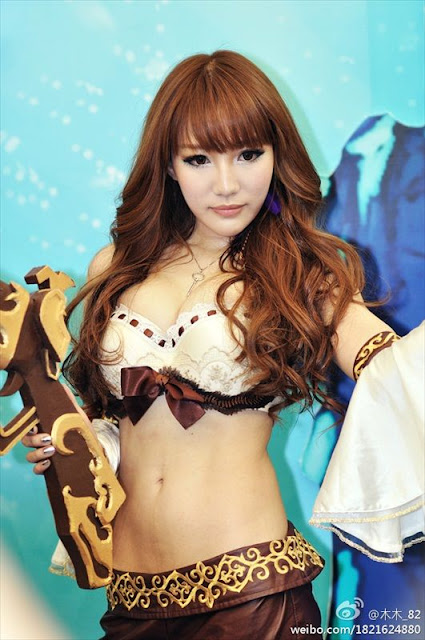 Wang Hui Xin in ChinaJoy 2011 Photoshoot