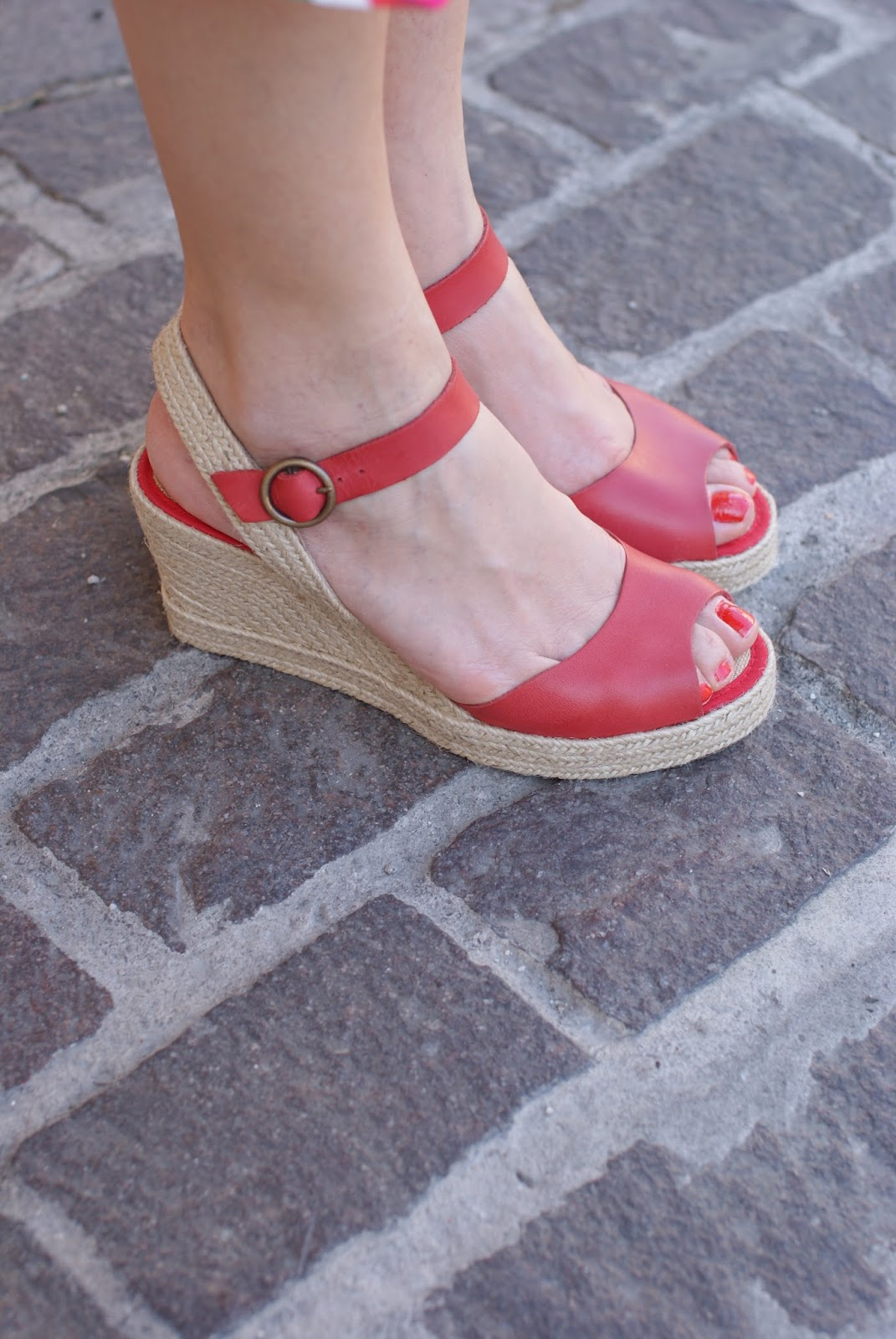 red castaller espadrilles, how to wear espadrilles on Fashion and Cookies fashion blog