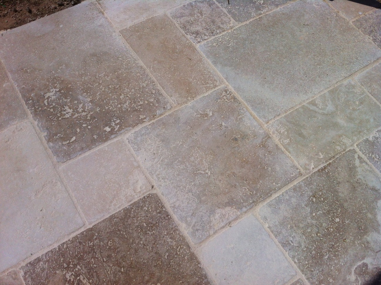 Blog As de Carreaux: Tutoriel de pose dallage en travertin petit ...